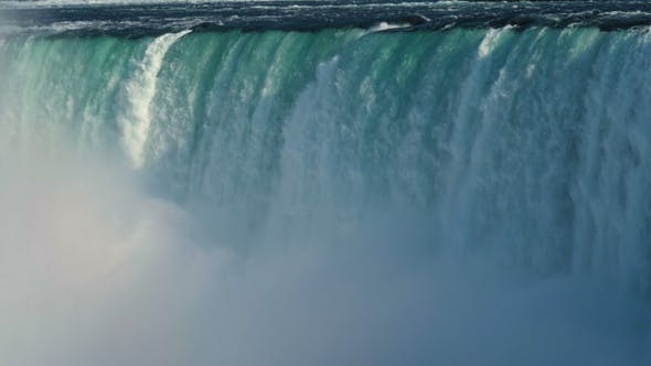Cover Image for Falling water and fog. Niagara.