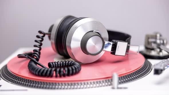 Plattenspieler mit wechselnden Aufzeichnungen und Kopfhörern