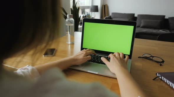 Cover Image for POV Of Laptop With Green Screen