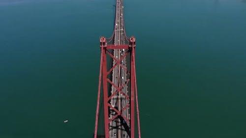 Brücke am 25. April in Portugal.