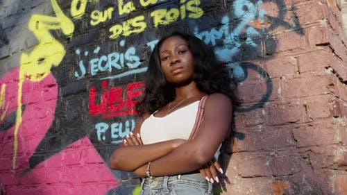Pretty Black Girl On Background Of Wall With Graffiti. On The Crown Of The Kings I Write Your Name