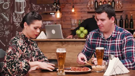 Cover Image for Couple Discussing While Drinks Beer and Eats Pizza