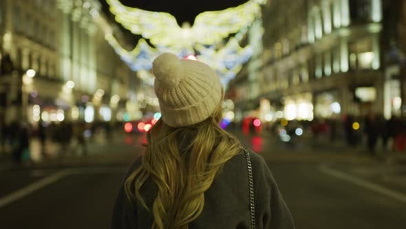 Thumbnail for Girl with a hat walking in London, on a Christmas night