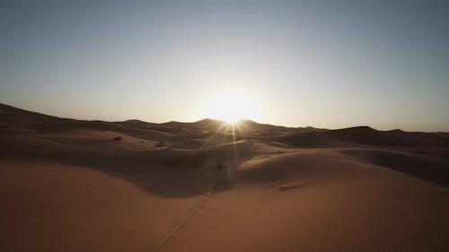 SAHARA Wüste Sonnenaufgang Sonne niedrig zu Boden Schönes Flair