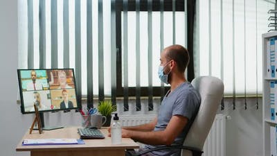 Discussing on Virtual Meeting