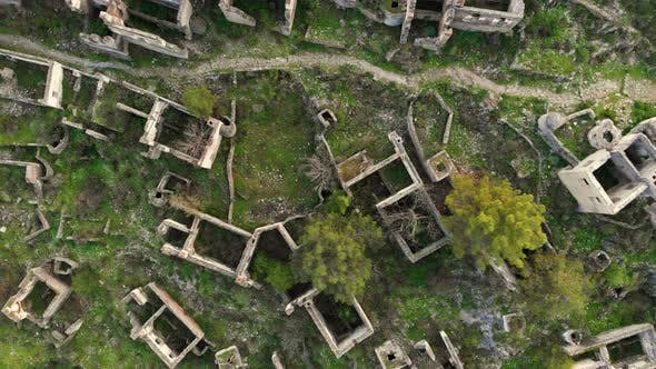 Cover Image for Looking Straight Down Onto Ruins