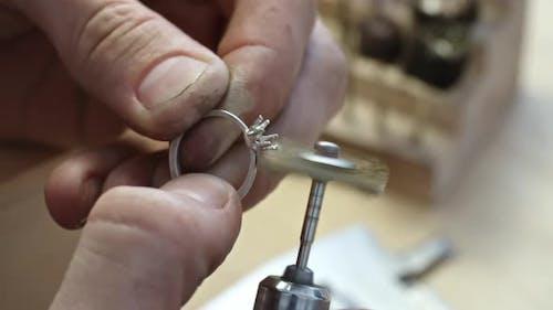 Using Jewelry Polisher