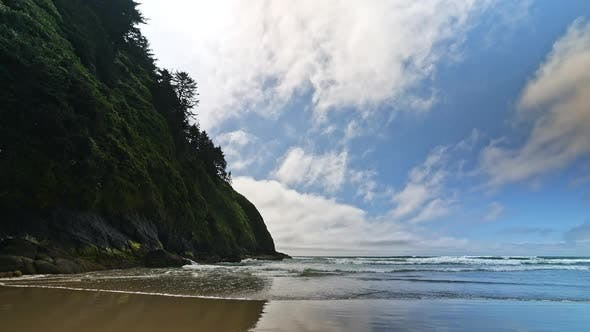 Relaxing beach view on Hobbit Beach in Oregon with waves rolling in