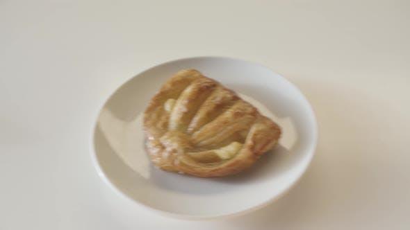 Thumbnail for Leckere Brotprodukte auf weißem Tisch