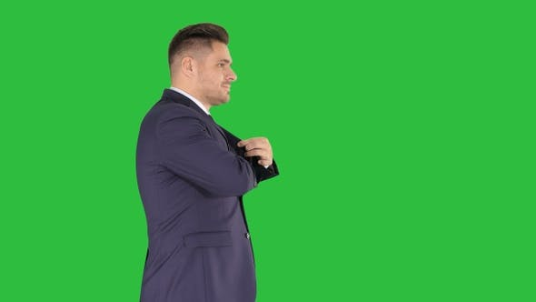 Cover Image for Business man walking counting euro bills on a Green Screen