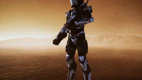 Soldat futuriste dans le désert à la tempête de sable