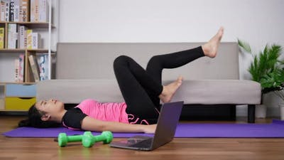 Woman Exercise With Trainer Online1