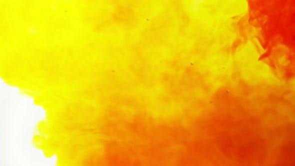 Thumbnail for Nuages d'encre se déplaçant dans l'eau. Fond blanc, jaune, orange et rouge