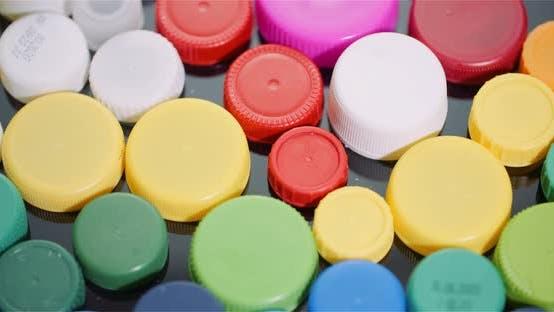 Thumbnail for Wenige Plastikflaschenverschlüsse - Kunststoffverarbeitende Recyclingindustrie