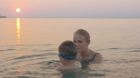Cover Image for Mother Teaching Little Son To Swim