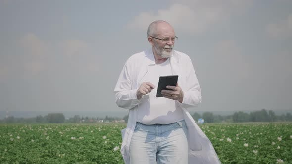Thumbnail for Agronomist Using A Digital Tablet