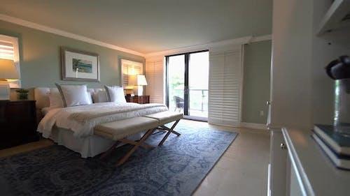 Großes Wohn-Schlafzimmer