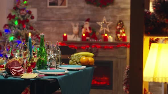 Cover Image for Revealing Shot of Dining Table for Christmas Celebration