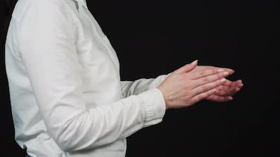 Side view of a woman clapping
