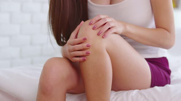 suddenly of woman have a knee pain and illness injury on Knee bursitis and gout