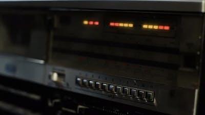 Turning On an Old Vintage Radio.4K Version.