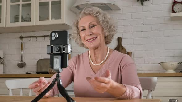 Nice Retired Woman Blogger Tells Story Against Smartphone