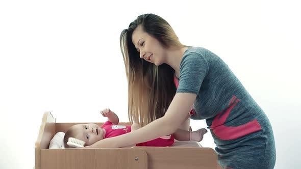 Mutter Kämmen Sie Baby Haar