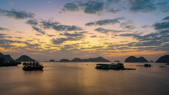 Cover Image for Time lapse: Vietnam Cat Ba bay at sunset to night with floating fishing boats on sea
