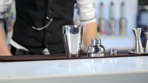 barman rollen ein shaker