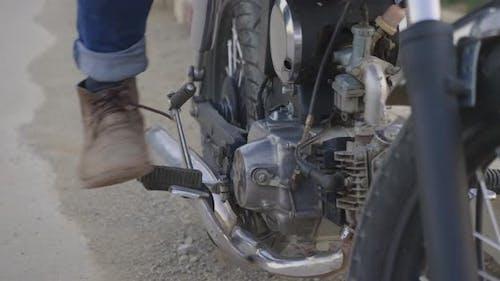 Kickstarter auf Motorrad