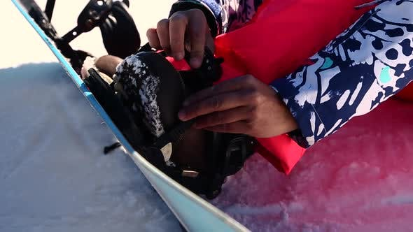 Cover Image for Snowboarder Preparing To Ride