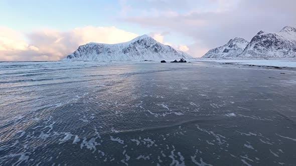 Thumbnail for Ocean Surf sur Norwegian Winter Beach