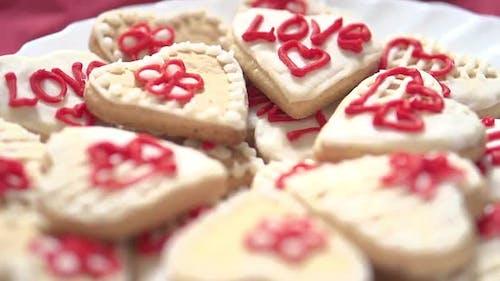 """Kuchen mit der Aufschrift """"Love"""""""