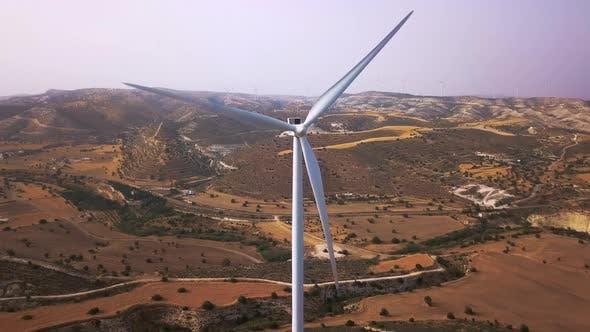 Thumbnail for Windkraftanlage und Mühle in den Bergen