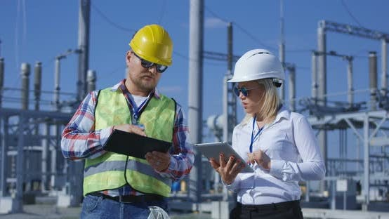 Cover Image for Coworking Engineers with Tablets on Solar Plant