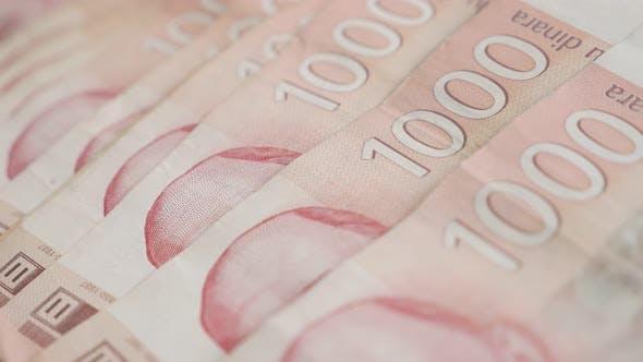 Thumbnail for Serbische Papierwährung Wad Slow Pan 4K 2160p 30fps UltraHD-Filmmaterial - Stückelungen von 1000 Dinaren auf