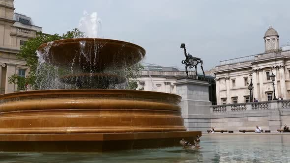 Thumbnail for London City - Trafalgar Square - Fountain & Gallery