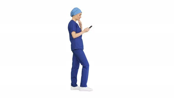 Thumbnail for Denkende Ärztin mit ihrem Smartphone auf weißem Hintergrund