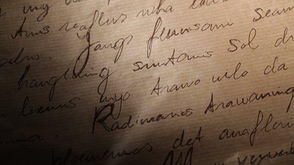 Abstrakte Inschriften auf braunem Vintage-Papier