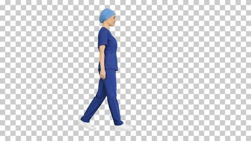 Selbstbewusste Krankenschwester oder Arzt in blauer Uniform, Alpha Channel
