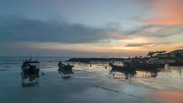 Timelapse sunset over reflection of boat