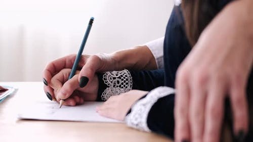 Zugeschnittene Ansicht des Lernprozesses, wie man Sätze schreibt