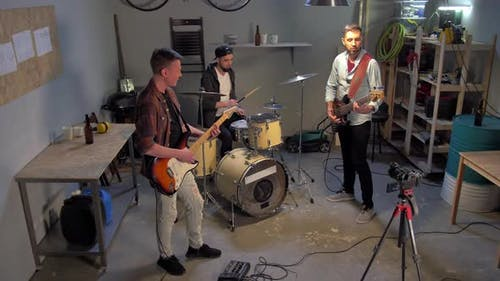 Music Band Having Repetition in Garage