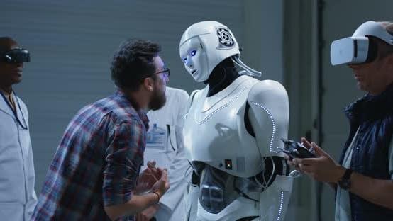Thumbnail for Wissenschaftler testen Roboter mit Gesten