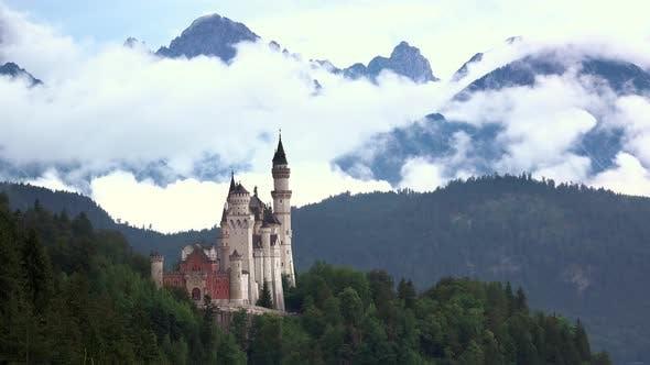 Thumbnail for Schloss Neuschwanstein und Wolken