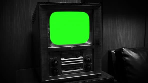 Thumbnail for 1950s Old Television Green Screen. Black and White Tone (Zoom In).