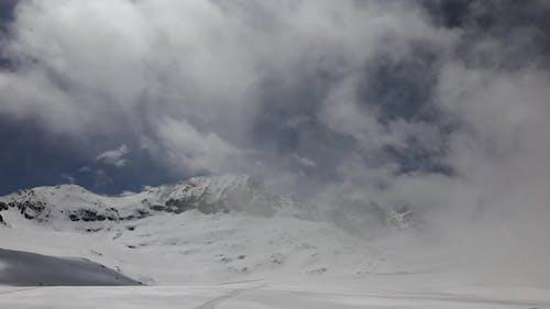 Höhenlage Rocky Snowy Mountain Ridge in Alaska