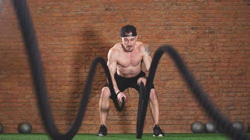 Fat Burning Battle Ropes Workout ist ein sicherer Weg, um das letzte bisschen Fett abzuziehen