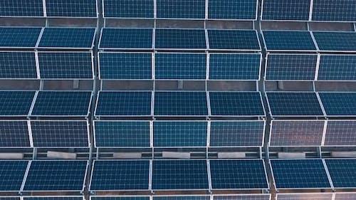 Draufsicht des Solarparks auf dem Dach