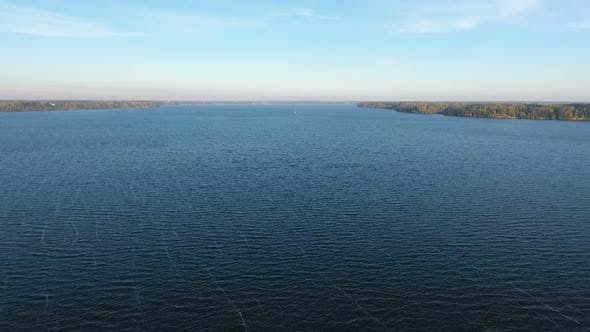Cover Image for Aerial Flight Over The Huge Lake